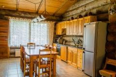 cottage_tri_medvedia_kitchen